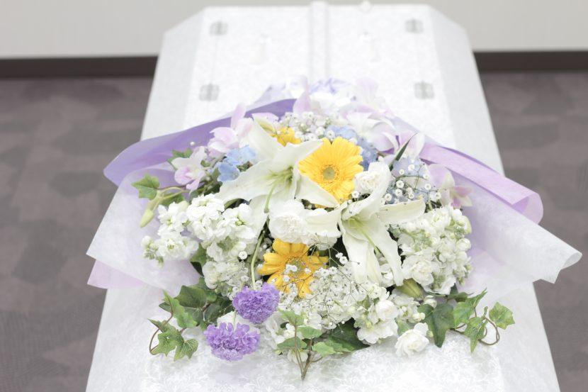 棺の上の花束02