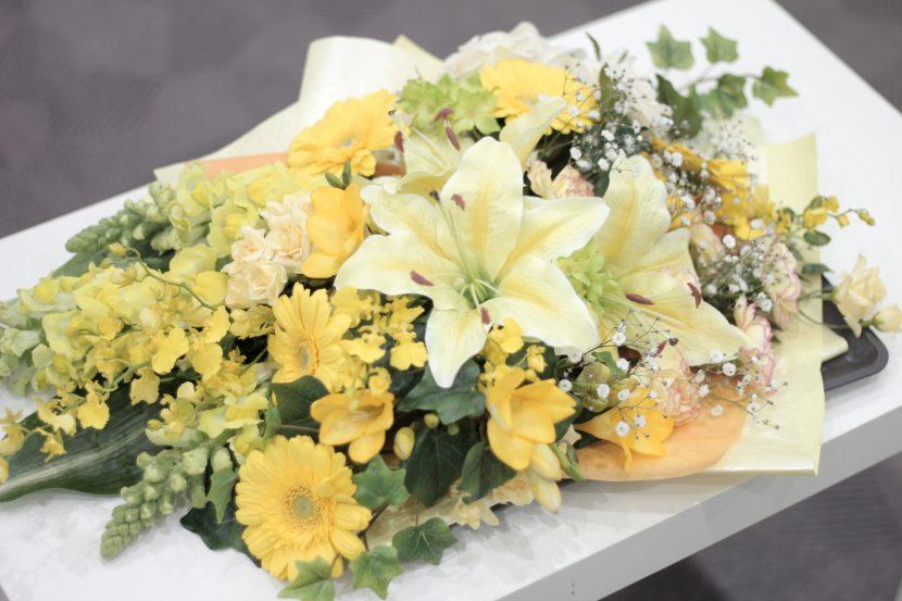 黄色の切り花イメージ02